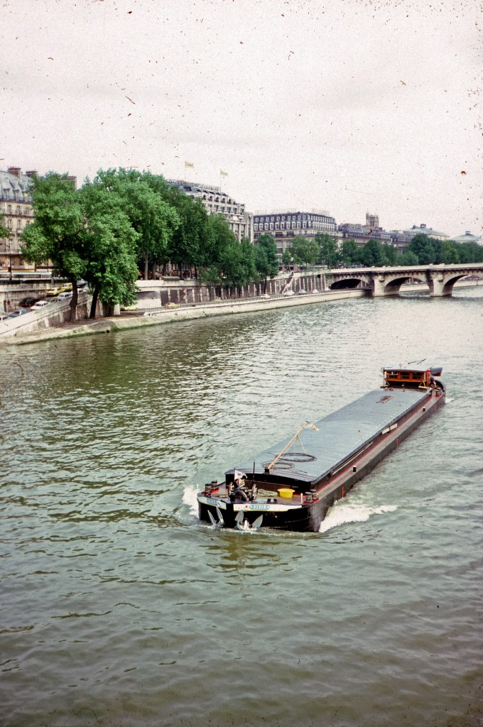 0015 Paris 07 - Along the Seine 2