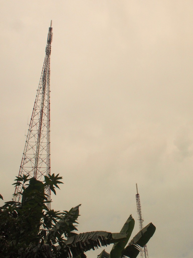 Across the block are the old and the new RCTI towers. Transmit antennas are now close enough to solve the previous problem of viewers not being able to optimize their antenna pointing for both stations.